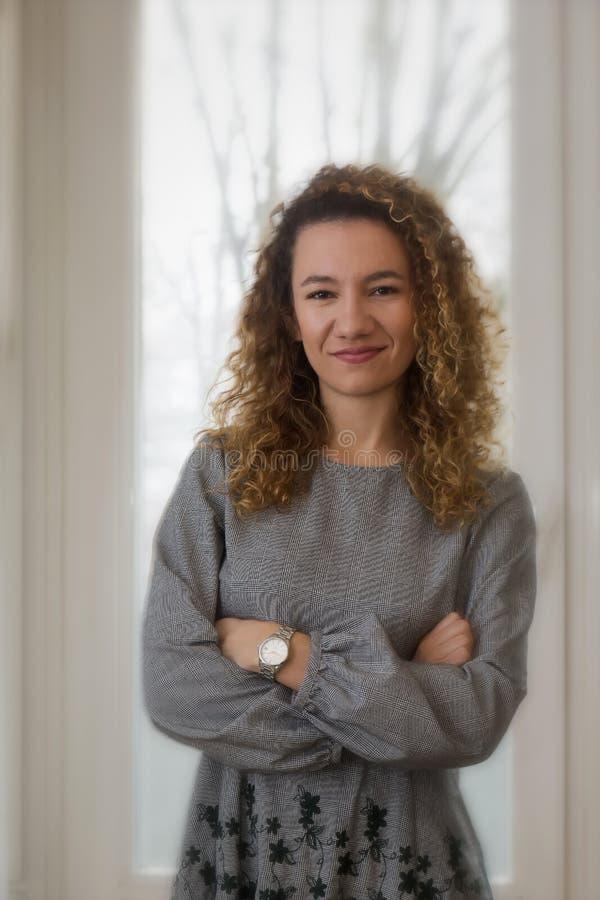 Retrato macio clássico da moça com sorriso fotografia de stock royalty free