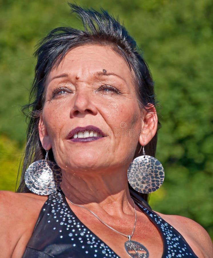 Retrato maduro da mulher do nativo americano imagens de stock royalty free