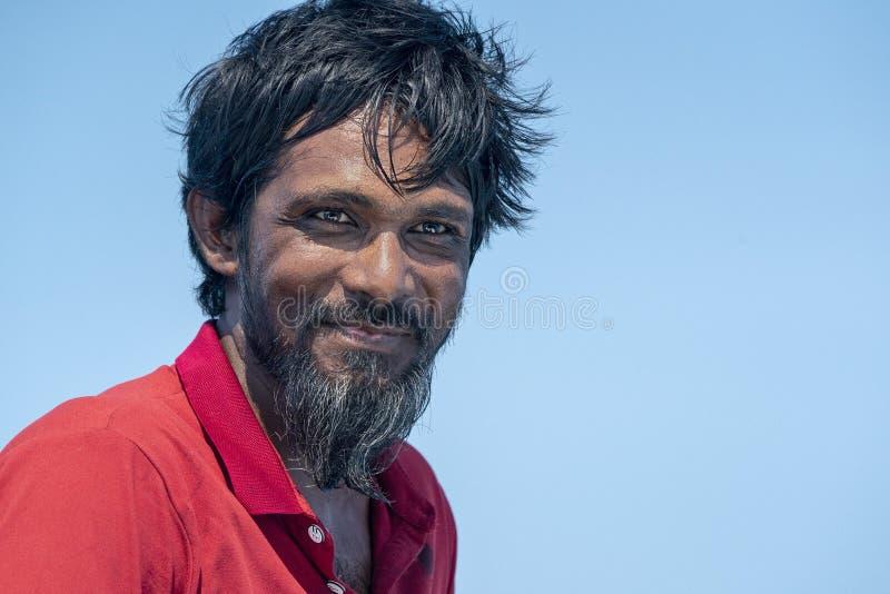Retrato maldivo novo feliz do homem imagens de stock