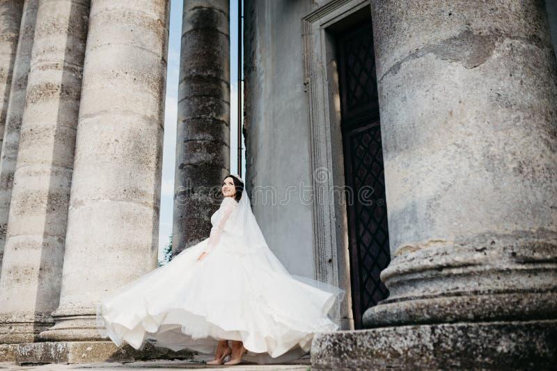 Retrato maravilloso de una novia hermosa imágenes de archivo libres de regalías