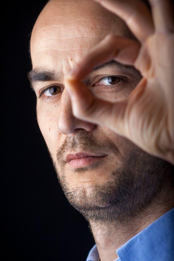 Retrato masculino com mão foto de stock royalty free