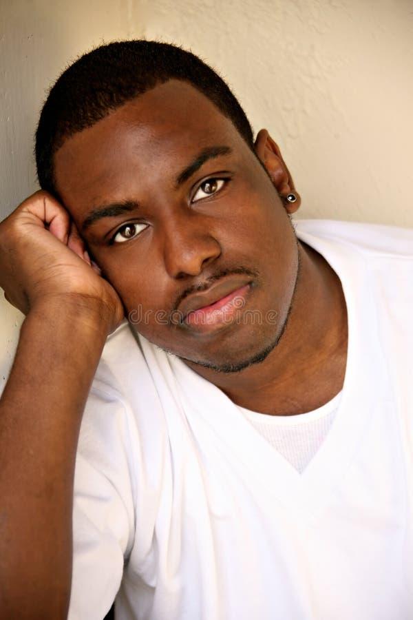 Retrato masculino de la juventud del afroamericano fotos de archivo