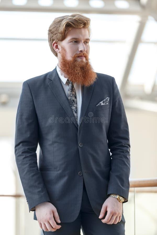Retrato masculino del oficinista imagenes de archivo