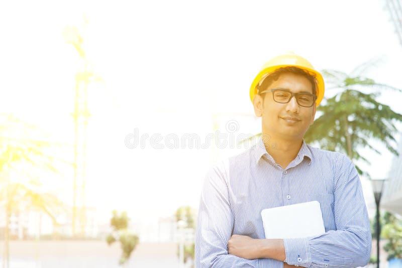 Retrato masculino indio asiático del ingeniero del contratista fotografía de archivo libre de regalías