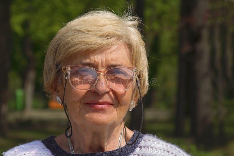 Retrato mayor de la mujer fotos de archivo