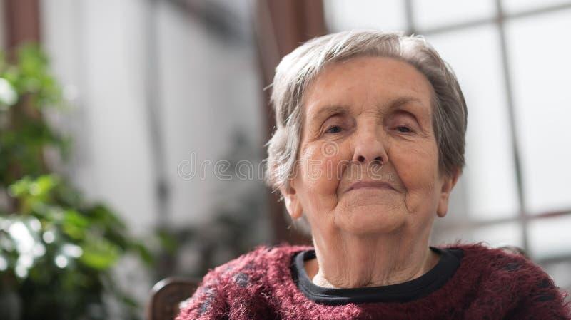 Retrato mayor de la mujer fotos de archivo libres de regalías