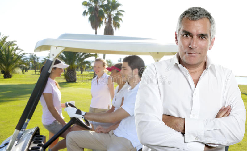 Retrato mayor del hombre del golfista del golf imagen de archivo