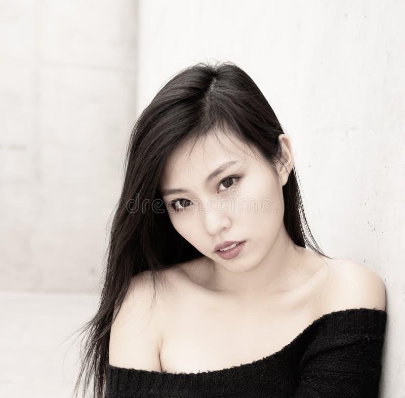 Retrato modelo asiático hermoso del estilo de la moda foto de archivo
