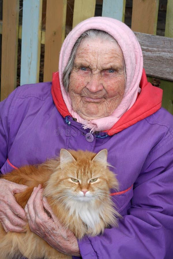 Retrato muito de uma mulher adulta foto de stock