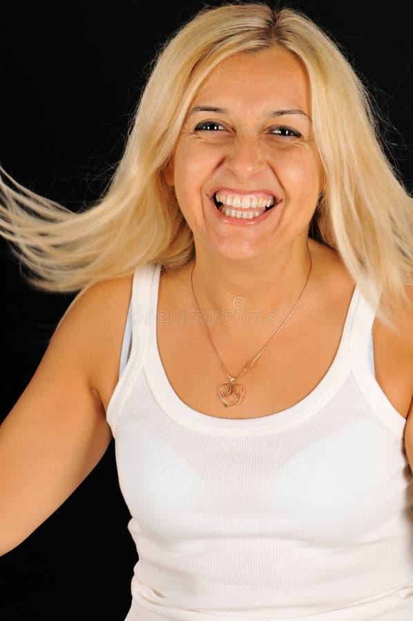 Retrato muito feliz da mulher vivacious. imagens de stock