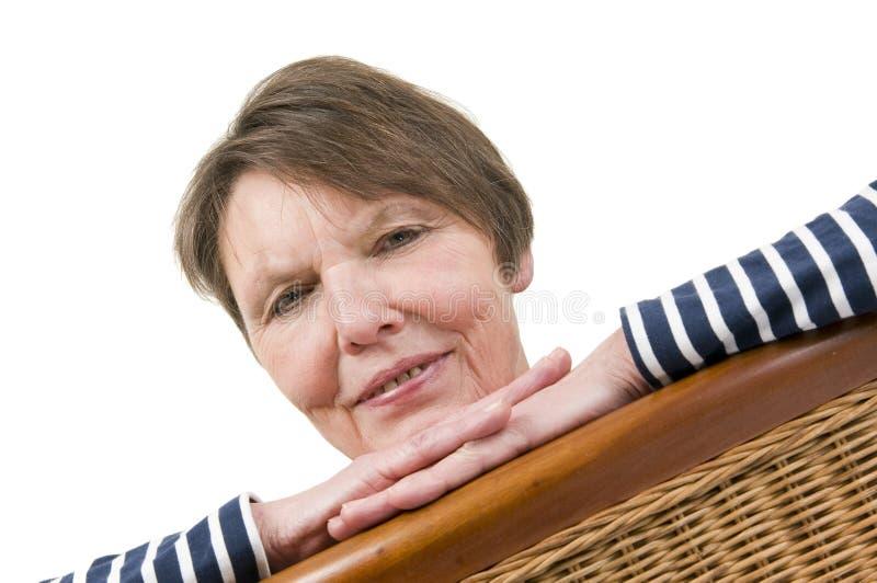 Retrato na inclinação das cadeiras de vime foto de stock royalty free