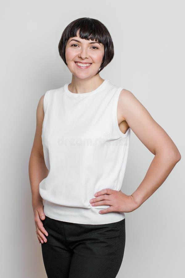 Retrato natural meio feliz da mulher envelhecida foto de stock