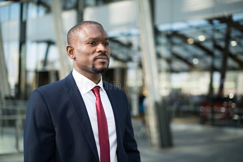 Retrato negro joven del hombre de negocios foto de archivo libre de regalías