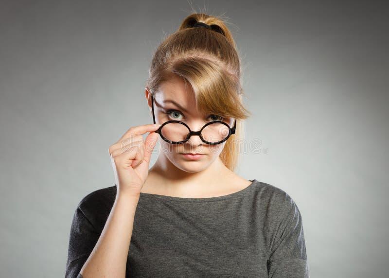 Retrato nervoso irritado da mulher fotografia de stock royalty free