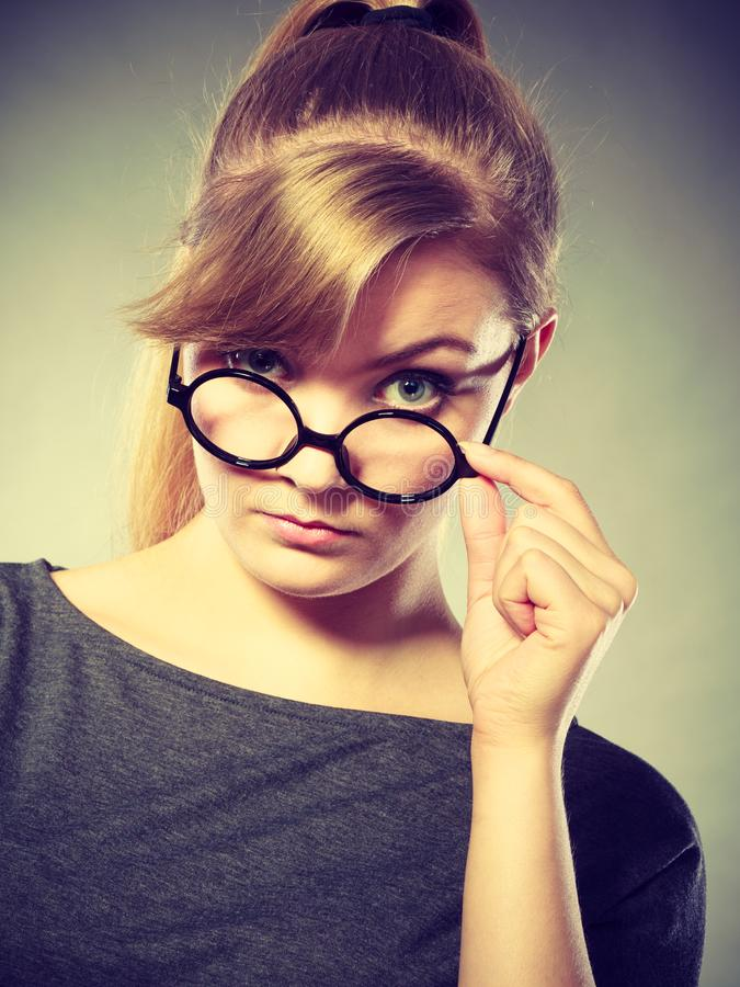Retrato nervoso irritado da mulher imagens de stock royalty free