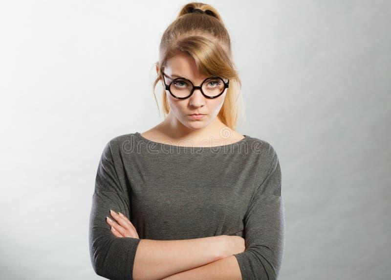 Retrato nervoso irritado da mulher fotografia de stock