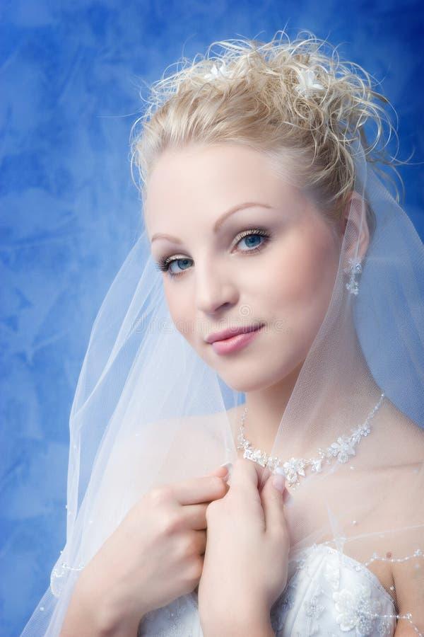 Retrato no fundo azul fotografia de stock