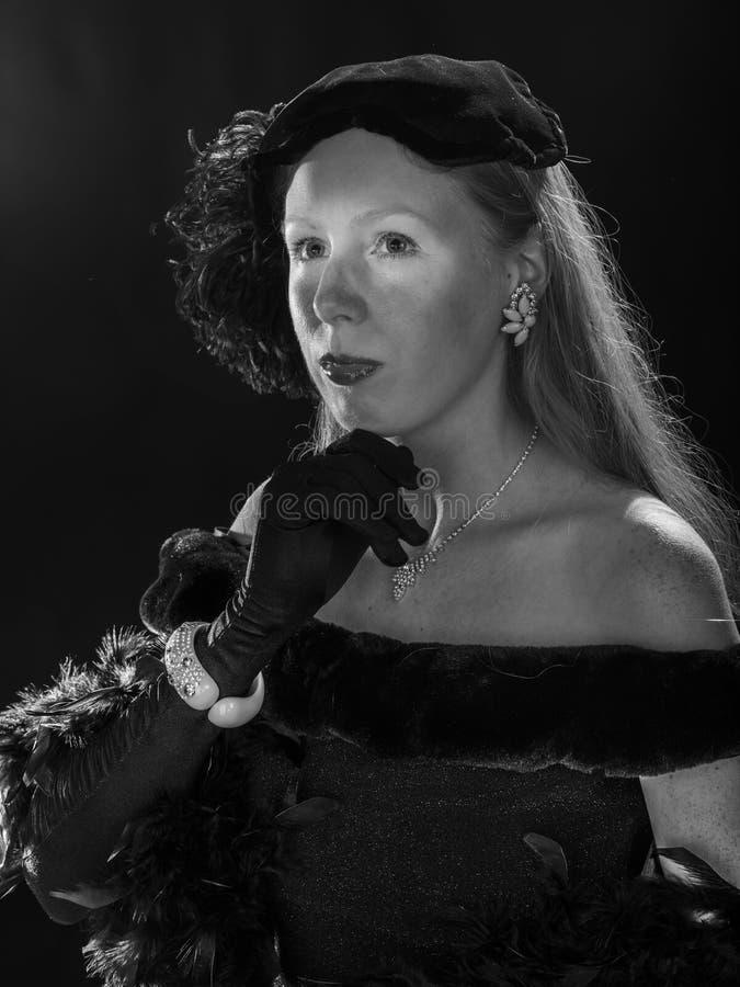 Retrato Noir do filme da mulher na roupa do vintage fotografia de stock royalty free
