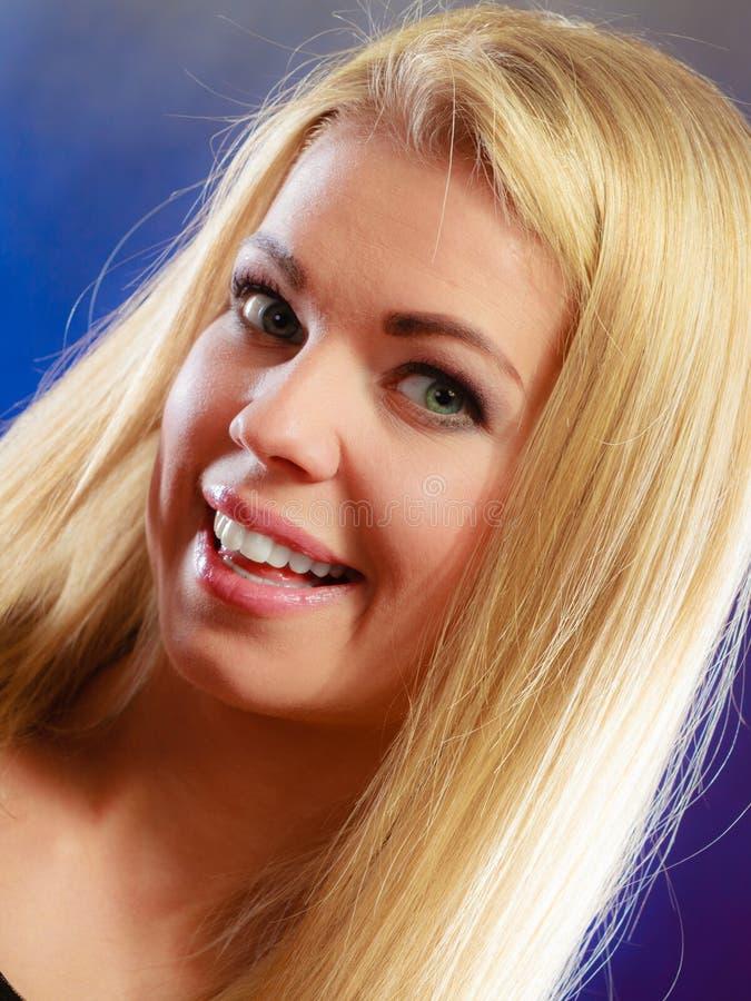 Retrato novo da mulher da beleza foto de stock royalty free