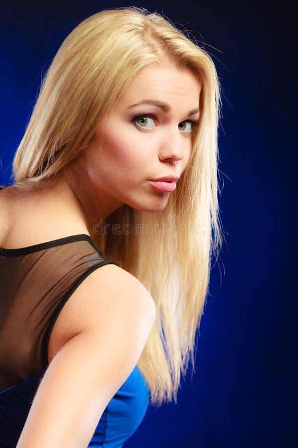 Retrato novo da mulher da beleza imagem de stock