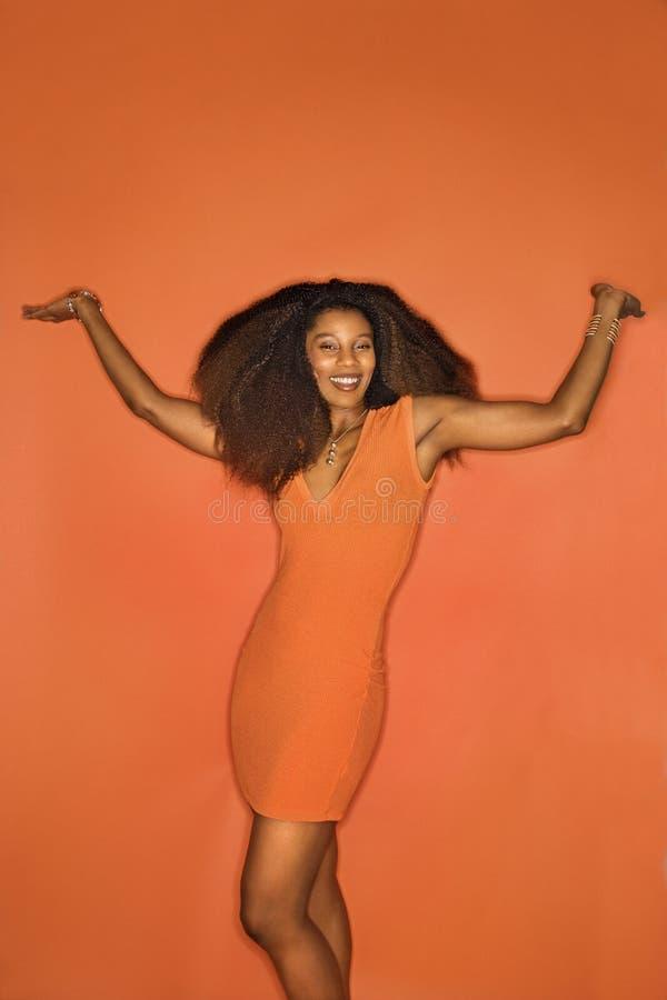 Retrato novo da mulher do African-American. fotografia de stock