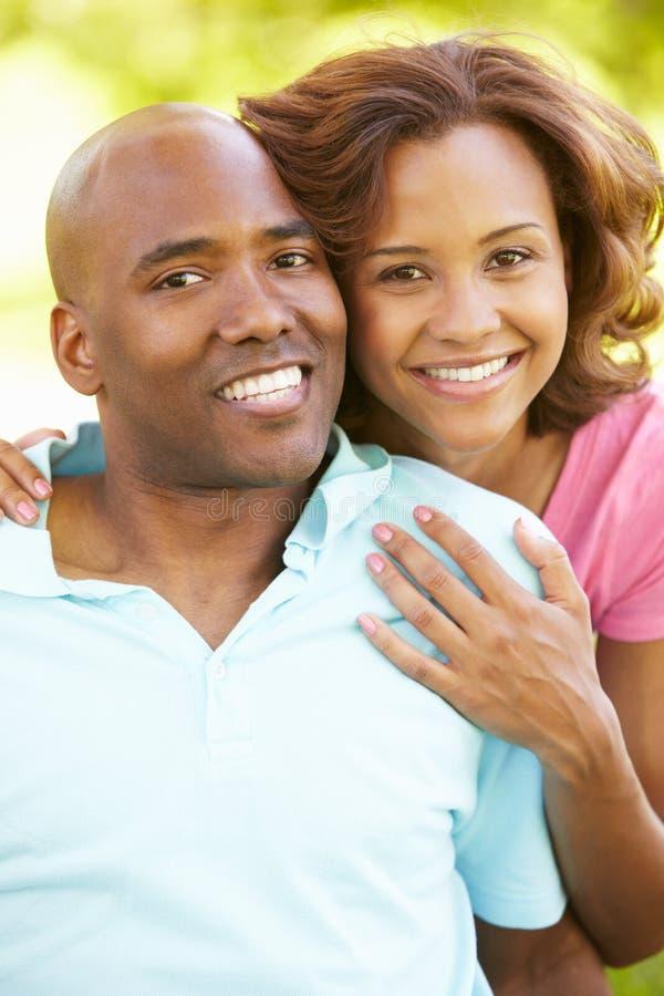 Retrato novo dos pares ao ar livre fotos de stock royalty free