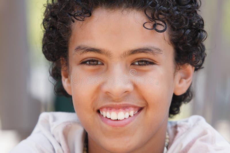 Retrato novo feliz do menino fotografia de stock