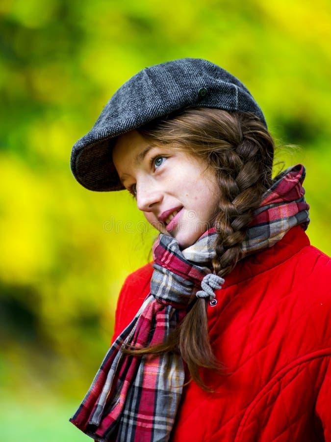 Retrato otoñal del adolescente lindo imágenes de archivo libres de regalías