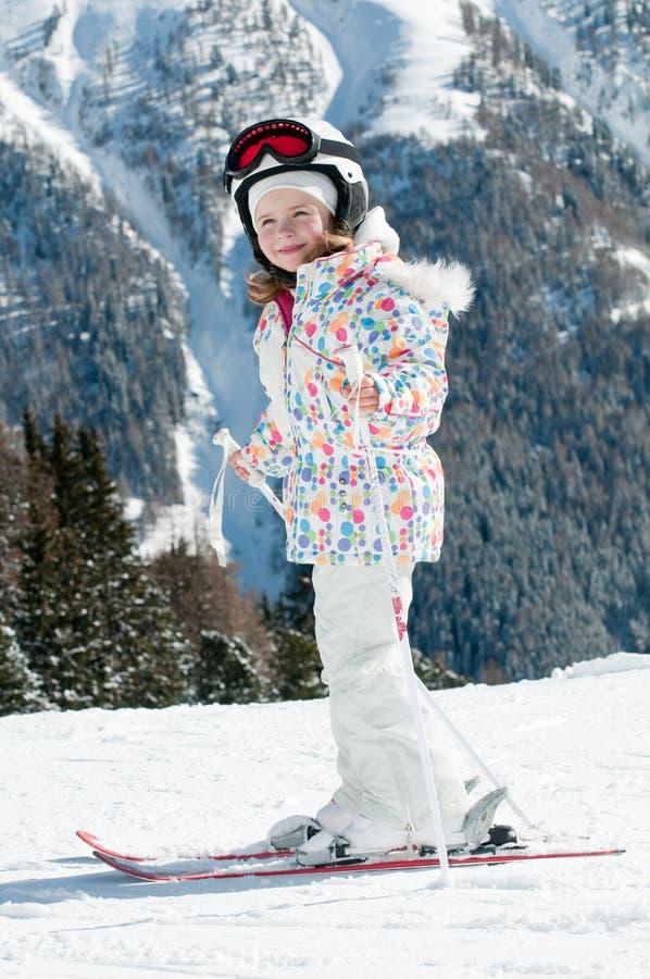 Retrato pequeno do esquiador fotografia de stock