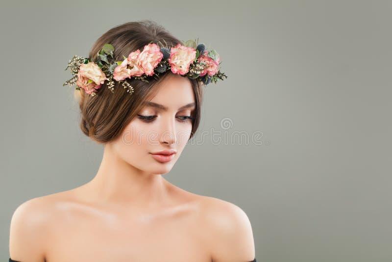 Retrato perfeito da jovem mulher Face bonita imagem de stock