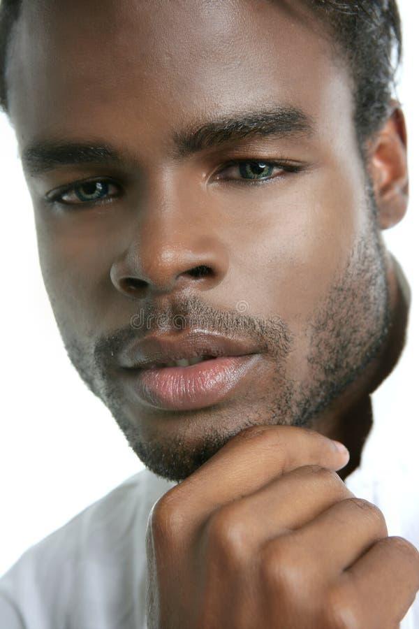 Retrato preto bonito do homem novo de americano africano imagens de stock