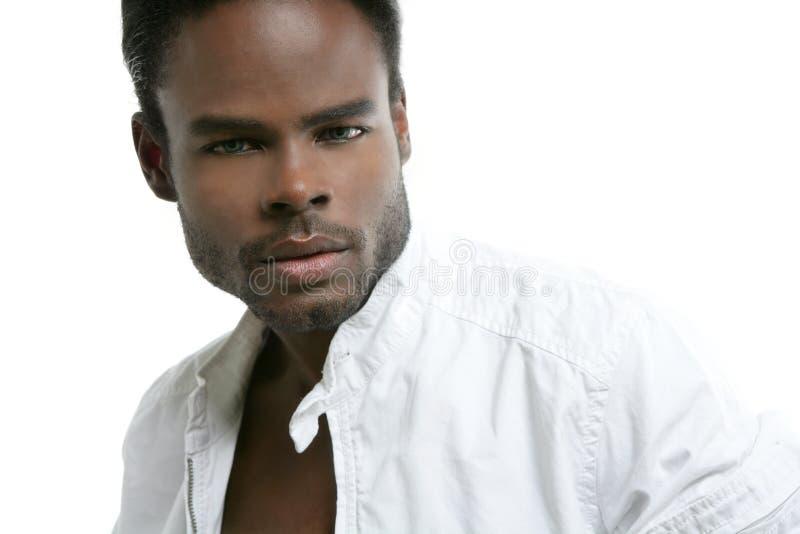 Retrato preto bonito do homem novo de americano africano fotos de stock royalty free