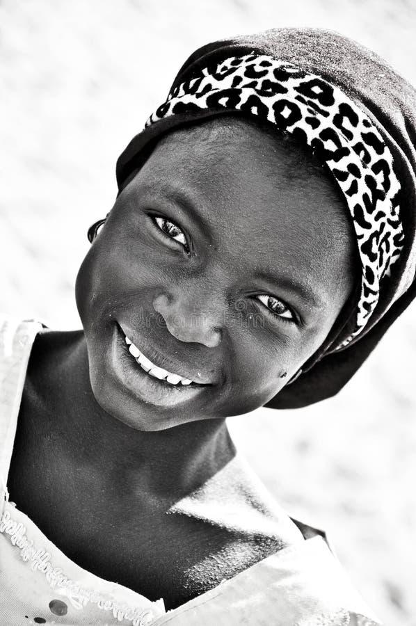 Retrato preto e branco da menina africana fotografia de stock royalty free