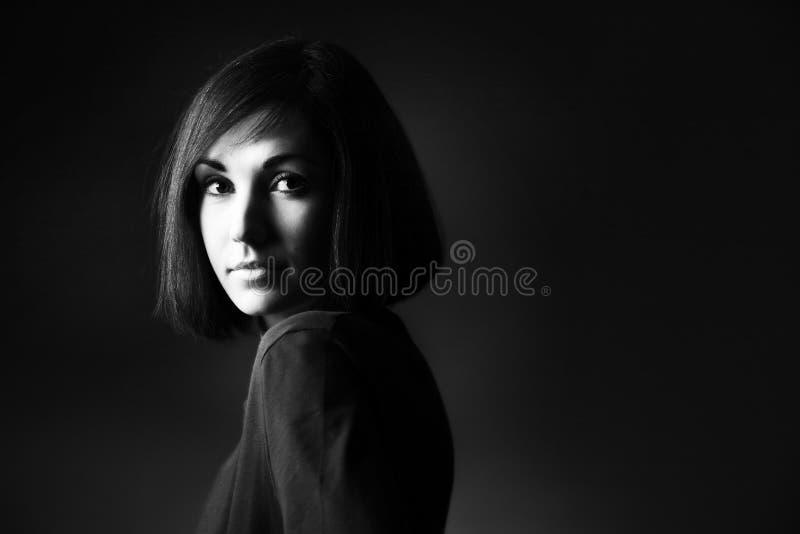 Retrato preto e branco da mulher fotografia de stock royalty free