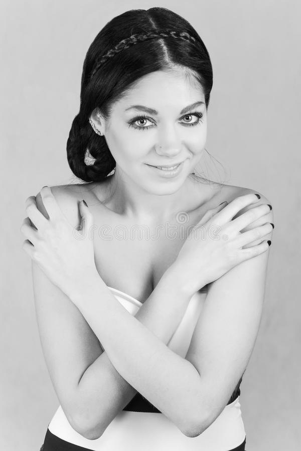 Retrato preto e branco de uma mulher fotografia de stock