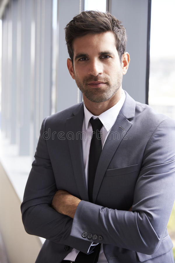 Retrato principal e dos ombros do homem de negócios novo In Office fotos de stock royalty free