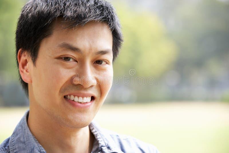 Retrato principal y de los hombros del hombre chino imágenes de archivo libres de regalías