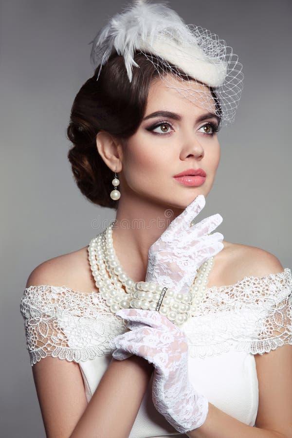 Retrato retro de la mujer elegante de la moda Foto de la boda de hermoso fotos de archivo