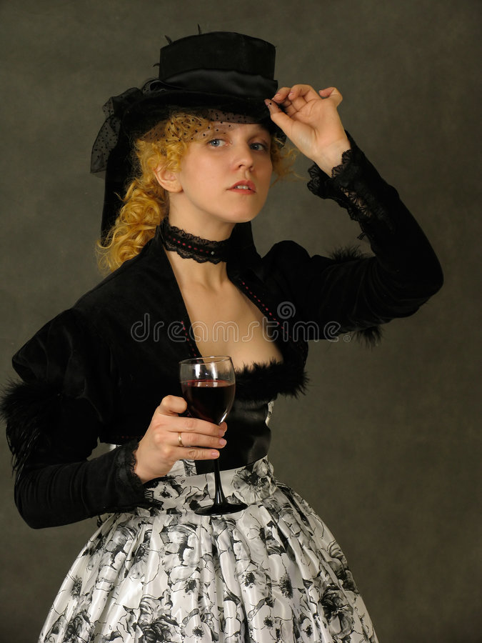 Retrato retro de la señora con el vidrio de vino fotos de archivo