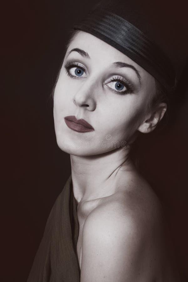 Retrato retro de uma mulher nova bonita fotos de stock royalty free