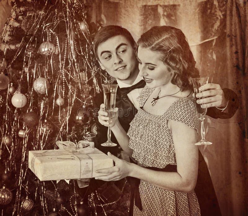 Retrato retro del vintage de la fiesta de Navidad de los pares Rebecca 36 fotos de archivo libres de regalías