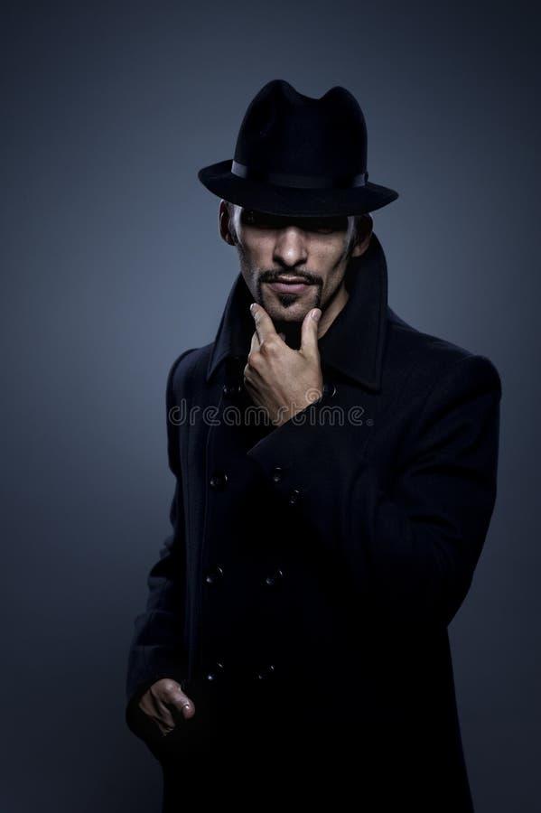 Retrato retro do homem misterioso imagem de stock