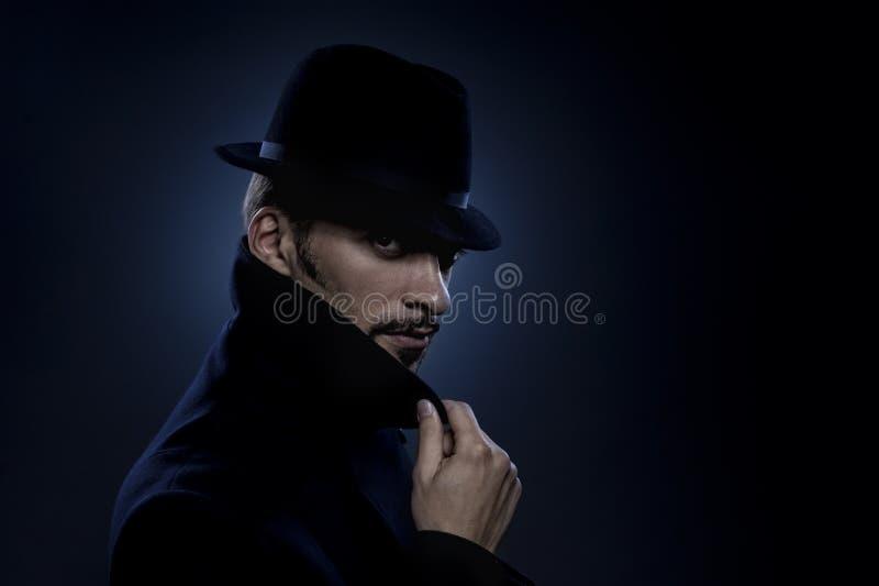 Retrato retro do homem misterioso fotografia de stock