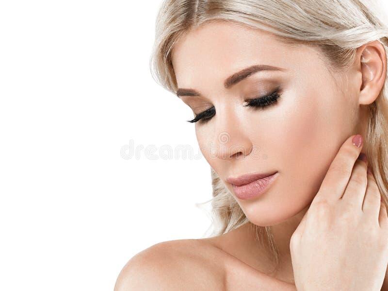Retrato rubio de la cara de la mujer hermosa Wi hermosos de Girl del modelo del balneario foto de archivo