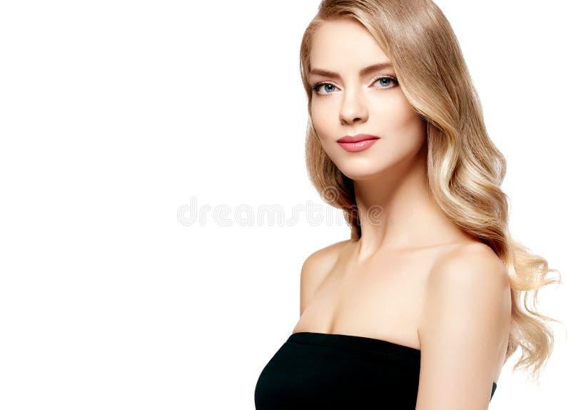 Retrato rubio hermoso de la muchacha, cara de la mujer con el peinado rizado perfecto imagen de archivo libre de regalías