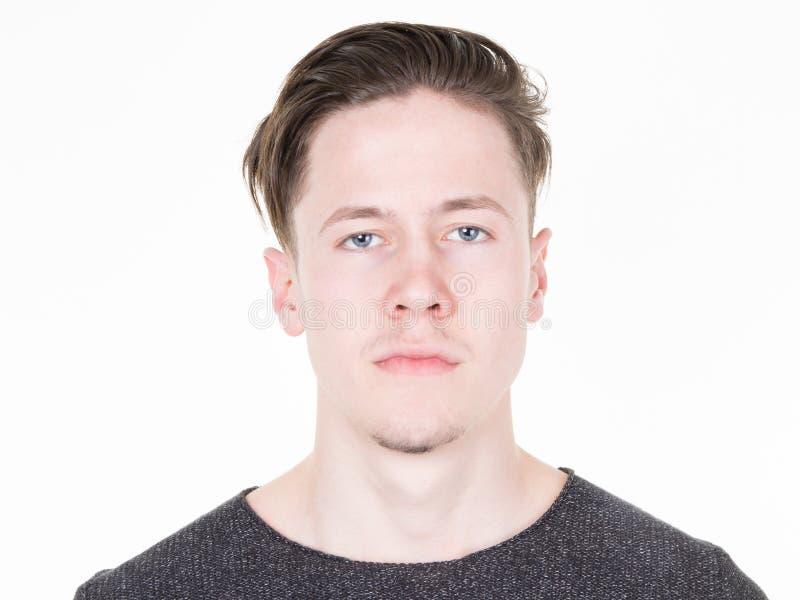 Retrato sério considerável do homem novo foto de stock