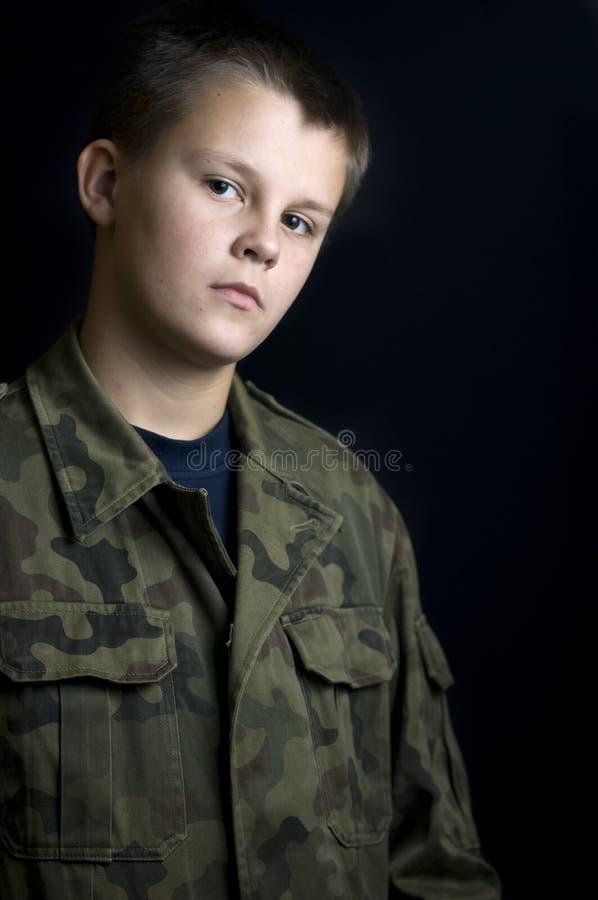 Retrato sério do escuteiro de menino imagem de stock royalty free