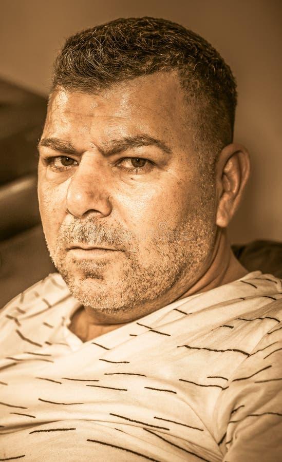 Retrato sério do homem fotografia de stock