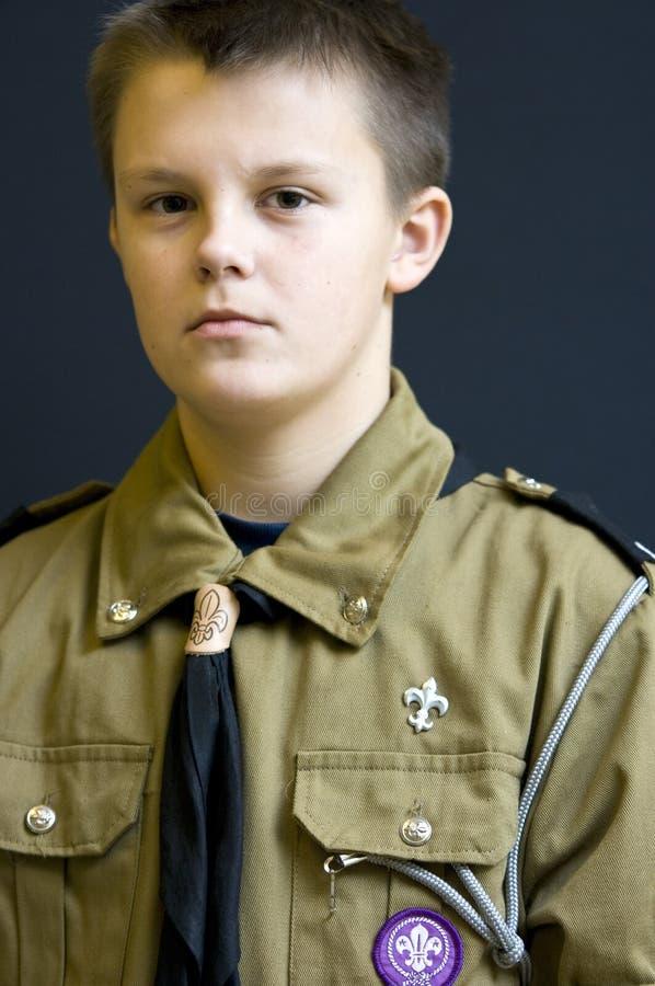 Retrato sério do menino do escuteiro imagem de stock royalty free