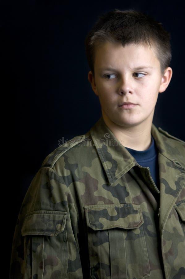 Retrato sério do menino do escuteiro fotografia de stock